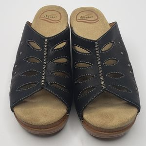 Dansko Dark Brown Cut Out Flower Clog Sandals Sz 7